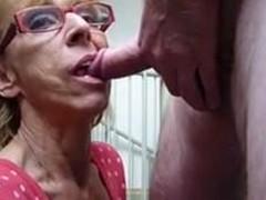 Бабушка хочет пососать