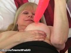 Британская бабка работает со своей жирной старой пиздой